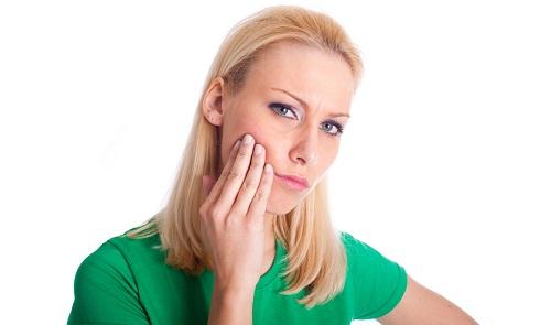 Welche Hausmittel helfen gegen Zahnschmerzen?